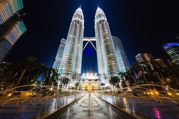 Tháp đôi Petronas về đêm