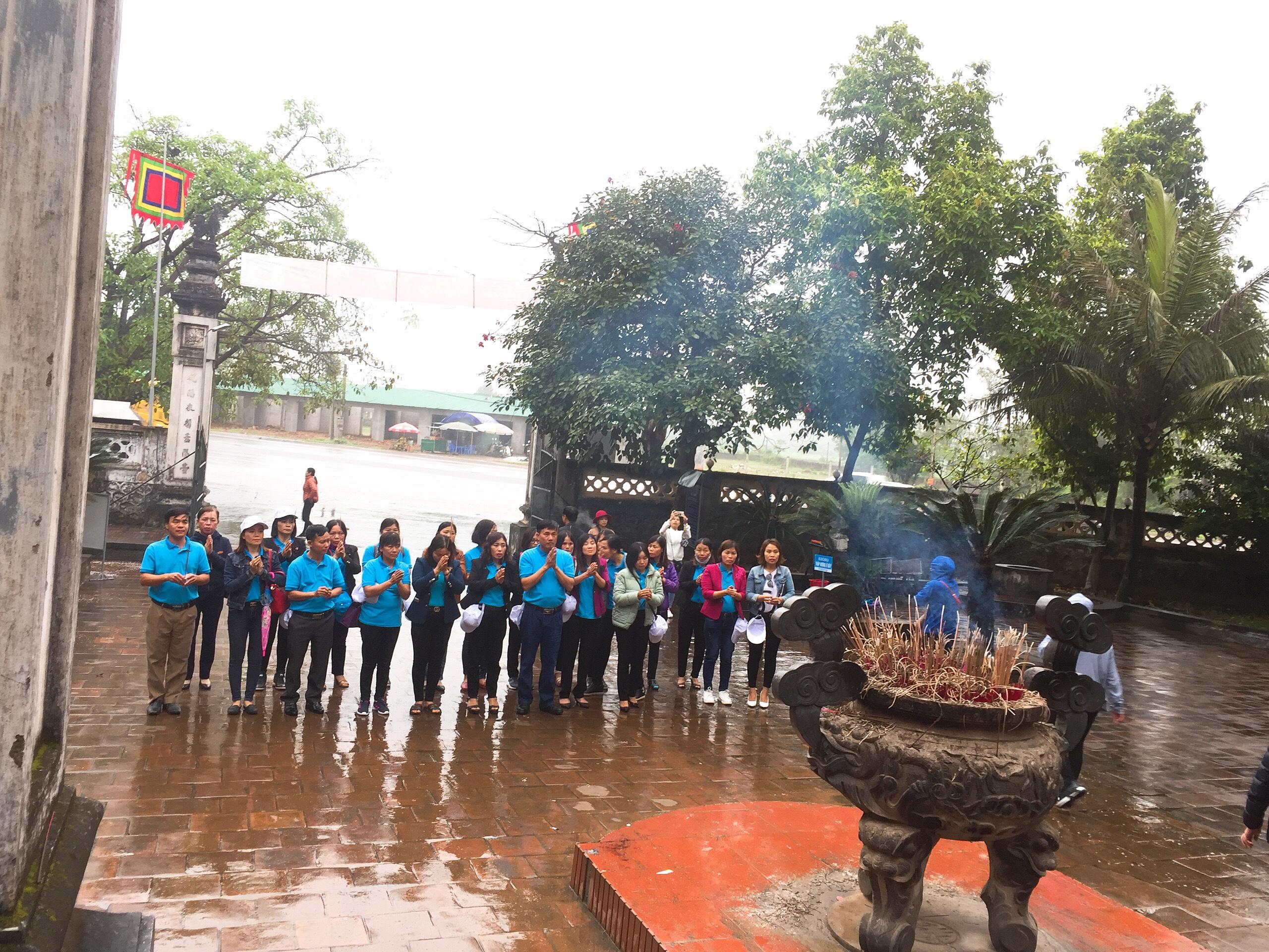 Đền Chùa vẫn là điểm đến thu hút du khách đầu năm