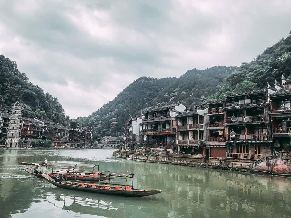 Phượng hoàng cổ trấn - sông nước hiền hòa