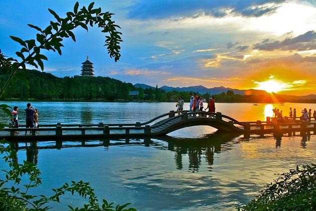Tây hồ đẹp thu hút du khách tham quan
