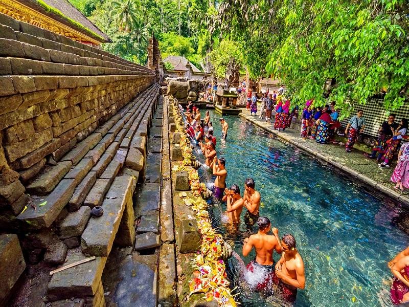 Tampak siring - Ngôi Đền linh thiêng