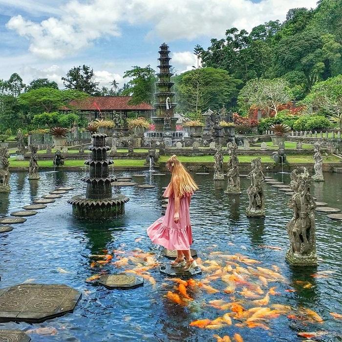 Cung điện nước Tirta Gangga với hàng nghìn con cá Koi